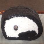 37501572 - 黒豆塩ロールケーキ 黒 330円(税抜き)