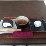 37501577 - 黒豆塩ロールケーキ黒/黒豆茶/黒豆塩大福