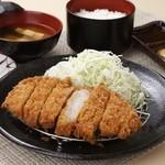 浜名湖近鉄レストラン - ボリュームたっぷり!地元浜松産の豚肉を使った「浜松ポークのとんかつ定食」