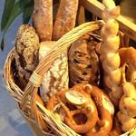 ベッカライ ブラウベルグ - 飾りのニセモノのパン