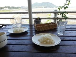 ラ・メール - スープが終わるとライスが…テラス席、気持ち良い〜♡