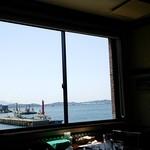 ビアレストラン 門司港地ビール工房 - 窓の向こうに見える関門海峡・・・だよね!?