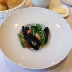 アンジュ・ダズール - ランチコースの前菜。ムール貝と天使の海老