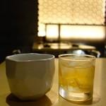 とりまる - 黒霧島お湯割り(580円)とエビス福梅(580円)