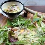 フワッティー コーヒー - そば粉のガレットと自分で作るアツアツポテトサラダ