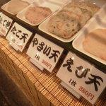 鈴木かまぼこ店 - 注文してから揚げてくれます。揚げたてアツアツが、食べられます。
