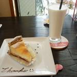 37520276 - ベイクドチーズケーキとミルク