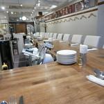 酒飲めイタリアン マカロニ - カウンターがキッチンを取り囲むスタイルはbisとろタカギ同様!