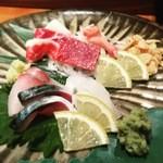 37520931 - 九州のお魚と馬刺しの盛り合わせ。
