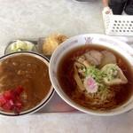 太陽食堂 - 料理写真:ラーメンと半カレー(650円 税込)
