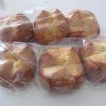 ブリオッシュ ドーレ - 通常、1個150円するブリオッシュが、3個入りで250円。2袋、買いました。