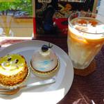 カフェ ミティーク - ショコラパナーヌ・ブルーベリーレアチーズ・アイスロイヤルミルクティー