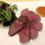37525581 - 熟成牛ロース肉のポワレ サラダ添