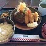 レストラン湖西路 - 休日の日替わりランチ(ハンバーグとカキフライ)