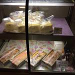 御料理山もと - 廊下に… 梅酒のスポンジケーキ パウンドケーキ販売してます