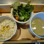 37530484 - 特製ランチボックス(ご飯、スープ、サラダ)