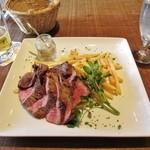 37530799 - 再々訪:ランチの牛ランプ肉のステーキにフリットポテト