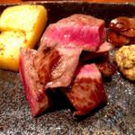 37533383 - メイン:特選黒毛和牛サーロインと季節野菜の鉄板焼き。