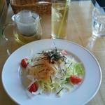 イズム - 新玉ねぎと筍のサラダ、レモングラス&ミントティー 春の食事 (*´﹃`*)