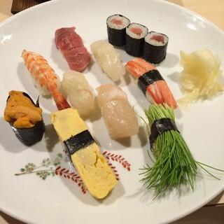豊鮨 - 埼玉県さいたま市の大宮駅西口の豊鮨で昼食。 ぼたんにぎりを食す。 1380円。