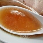 中華そば 上々 - 中華そば(醤油) スープ インザ レンゲ