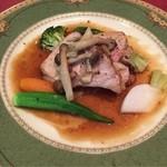 37540825 - ローストポーク(国内産)きのこのソース。                       甘みがあり柔らかい肉質の国産豚◎                       きのこのソースが和のDNAを呼び覚ます、めちゃくちゃ美味しい♪