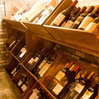 店内にワインセラーを完備