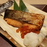 北海道はでっかい道 オホーツクの恵み 湧別町 - 本日の焼魚は、鮭の塩焼きに、いくらが乗ってます