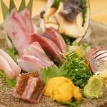 魚真 - 刺身盛り二人前2400円 ひらまさ、うに、あじなど(^o^)