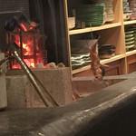 大衆割烹TAKEYA - 原始焼 注文したのどぐろを焼いているところ。       じっくりと炭火でこれだけ離して遠赤外線効果で。       贅沢に。       30分かかるのも納得。