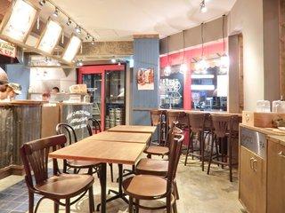ピッツァ ナポレターノ カフェ 駒込駅前店 - 【'15/04/30撮影】店内のテーブル席の風景です