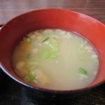 田園の風景 - 定食のお味噌汁には玉葱が入ってるんで血液さらさら効果が・・・