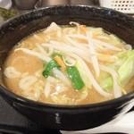 三ツ矢堂製麺 - つけ汁に茹で野菜を投入
