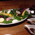 新和食 到 - オーガニック生野菜の盛り合わせ~バーニャカウダ(梅味噌、生姜だれ、海苔)