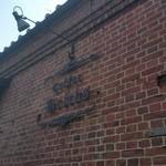 コーヒー・ブリックス - レンガ造りの壁に歴史を感じます