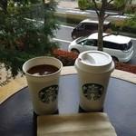 スターバックス・コーヒー - ドリンク写真:2階の落ち着いたソファー、テーブルで・・・