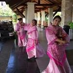 37562003 - 笑顔の素敵なフィリッピーナのお嬢さんが、踊りながら出迎えてくれました