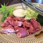 ふじ本 八百萬乃精肉本舗 - 地鶏の塩焼き