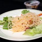 シンガポール シーフードリパブリック - ランチセット、シンガポールチキンライスのサラダ