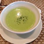 アンソレイユ - えんどう豆のスープ                             さっぱりでもコクもあって美味しいスープでしたね。