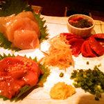 炙屋小鉄 - 薩摩知覧鶏の刺身三種盛り