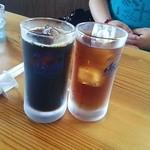 らーめんともや - クーポン券でサービスの烏龍茶&アイスコーヒー