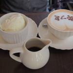 コンテナ カフェ&バー - アフォガードとストロベリーラテ