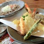 ありま - 料理写真:天ぷら辛味大根おろしそば