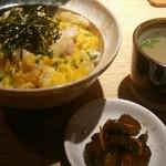 焼き鳥 きんざん - 地鶏の親子丼セット750円  外税