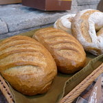エピドール - 料理写真:田舎パン・白胡麻(400円)
