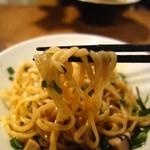 37576823 - 台湾混ぜそば・ガヤ白(850円)・麺リフト