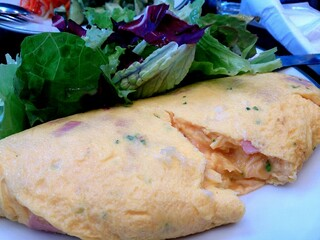 オーバカナル 梅田 - モーニング。ハムチーズオムライス。濃いチーズ、ナチュラルパセリ、ハム、シンプル味付け美味!