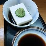 万ゑ川 - 自家製胡麻豆腐~温かくて胡麻の香りが増します。