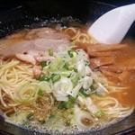 ラーメンヨシベー - ヨシベーラーメン 醤油 細麺 690円